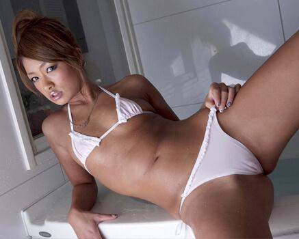 Rumika Japanese porn star in bikini